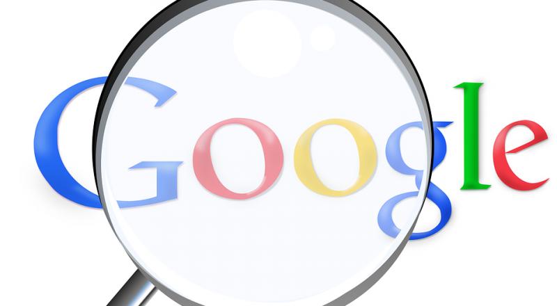 غوغل تنافس فيسبوك عبر تجربة خلاصة جديدة