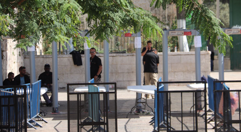 دول عربية علمت مسبقًا بالقرار الإسرائيلي لوضع بوابات الكترونية على مداخل الأقصى