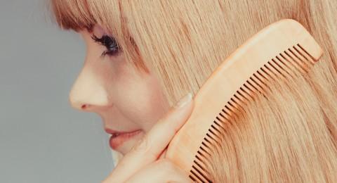 طريقة تسريح الشعر الصحيحة للحفاظ عليه و زيادة طوله ونعومته