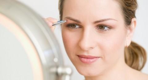 نصائح لاستعمال الملقط بعملية إزالة شعر الحواجب
