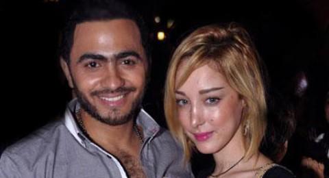 تامر حسني يظهر مع زوجته بسمة بوسيل