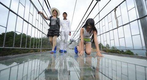 هل ستجرؤون على تجربة الجسر الزجاجي؟