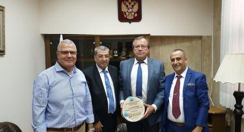 السفير الروسي في البلاد يستضيف وفد جمعية أطباء الأسنان العرب لمناقشة قضايا هامة