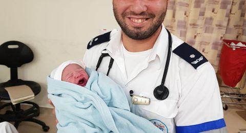 سيدة من قرية نحف تضع مولودتها داخل سيارة اسعاف حيان