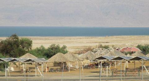 نابلسي يطعن زوجته على شاطئ البحر الميت