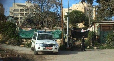 مستوطنون يعتدون على أرضٍ في حي الشيخ جراح بالقدس