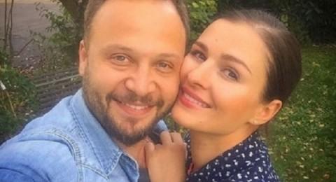 مكسيم خليل وصورة رومانسية مع زوجته