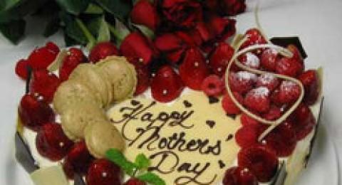 قدمي لأمك اطيب كعكة بمناسبة عيد الأم