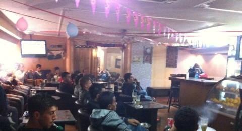 كفركنا : مقهى الف ليلة وليلة احتضن الكلاسيكو الاسباني بحماس