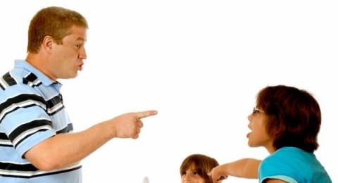 هل من أسلوب معقول يمنع عائلة زوجي من تعليم طفلي الشتائم والقذف؟