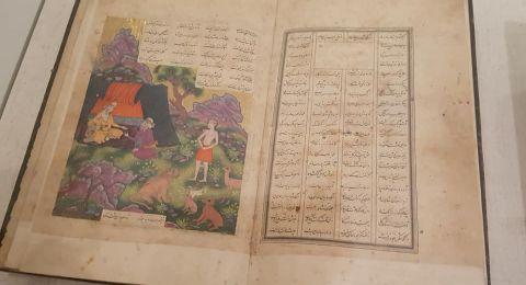 معرض لكتب اسلامية ومخطوطات من العهود القديمة بمبادرة من المكتبة الوطنيّة