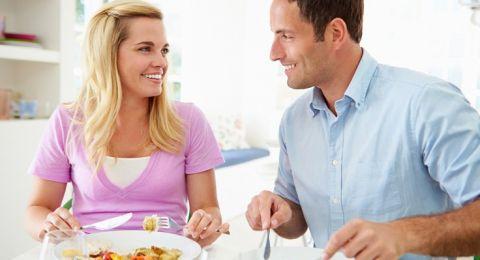 اهتمّي بتغذية زوجك لزيادة فرص الحمل!