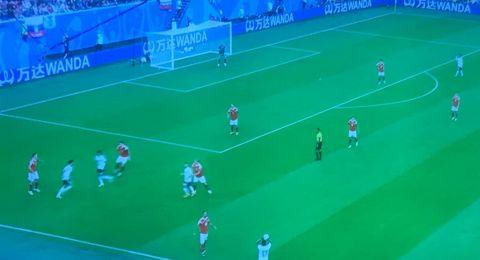 روسيا تهزم مصر بثلاثية مقابل هدف وتضمن التأهل لدوري الـ16