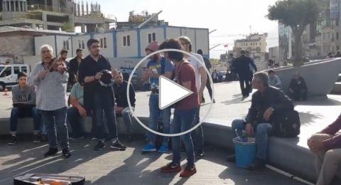 ساحة تقسيم، تعبق بأغاني فيروز بصوت لاجئين سوريين