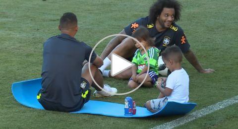 أطفال نجوم البرازيل يتدربون مع آبائهم في مونديال روسيا رفقة