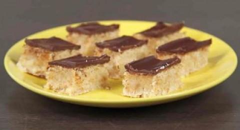 حلى جوز الهند بالشوكولاتة والبسكويت