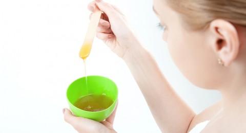 إليك قناع العسل للعناية بالبشرة