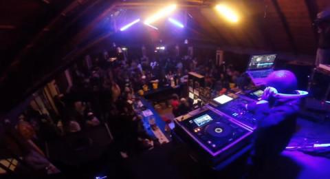 طفل معجزة يصبح أصغر DJ في لعالم ويدخل غينيس