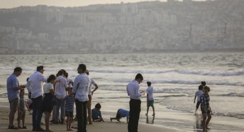 صور: هكذا ألقى اليهود خطاياهم إلى البحر خلال العيد