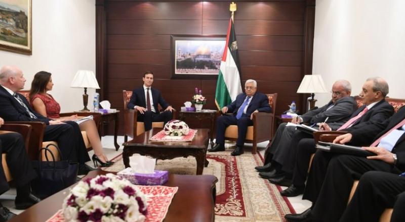 عباس يعبر عن ارتياحه لنتائج مباحثات القاهرة