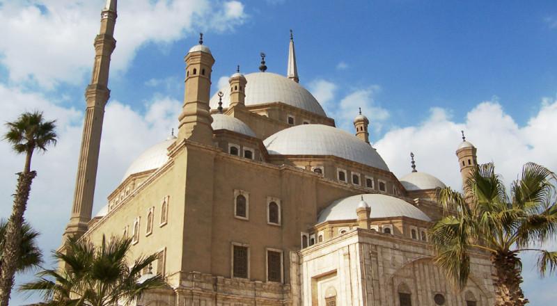 قرار الحكومة الجزائرية بتوحيد الأذان يثير جدلا دينيا