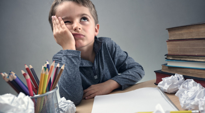 إذا رفض طفلك أداء واجباته المدرسية، هذا ما يجب أن تفعليه دون تردّد
