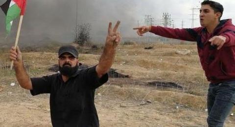 إبراهيم أبو ثريا كان بلا ساقين، فأطلق القناص النار على رأسه!