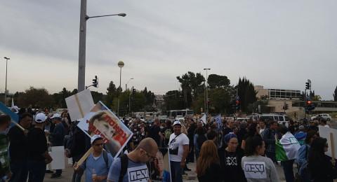 مئات من عمال طيفع امام مكاتب رئيس الحكومة في القدس احتجاجا على مشروع الفصل الجماعي