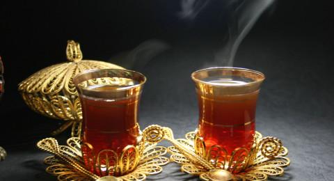 لحماية عيونكم .. كوب واحد من الشاي يوميًا