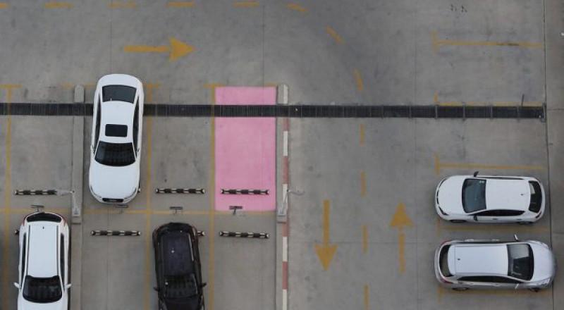 جديد في البلاد: أماكن وقوف سيارات للحوامل فقط