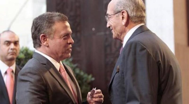 على غرار الحريري، الملياردير المصري يؤكد اعتقاله ويدافع عن السعودية