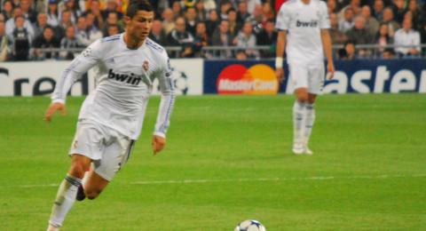 رونالدو يعادل رقم أسطورة ريال مدريد