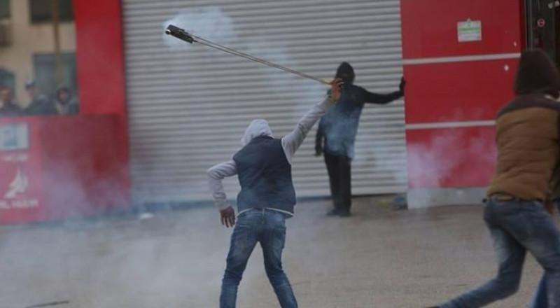 اصابات خلال مسيرات بالضفة الغربية وغزة رفضا للسياسة الامريكية