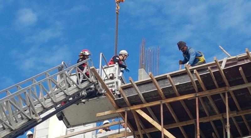 بئر السبع: اصابة عامل بعد تعرضه لسقوط جسم في ورشة للبناء