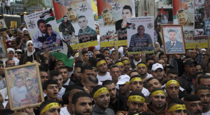 لجنة وزارية إسرائيلية تصادق على مشروع قانون مصادرة رواتب الأسرى والشهداء