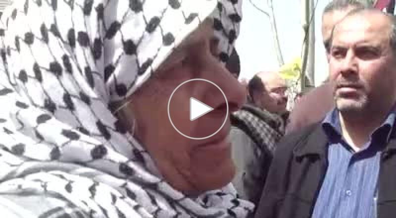 والدة الاسير الاقرع: حماس قطعت رجلي ابني وإسرائيل حكمت عليه بالسجن المؤبد 3 مرات