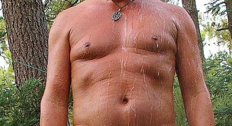 لهذا السبب ينمو الثدي عند الرجل!