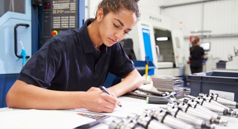 35% من النساء العربيّات يشاركن في سوق العمل مقابل 27% في سنة 2010
