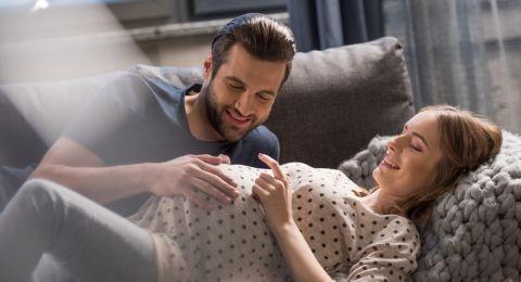 ما هو السبب الحقيقي وراء حركة الجنين داخل الرحم؟