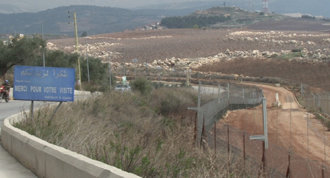 عربي يقطع الحدود بين إسرائيل ولبنان