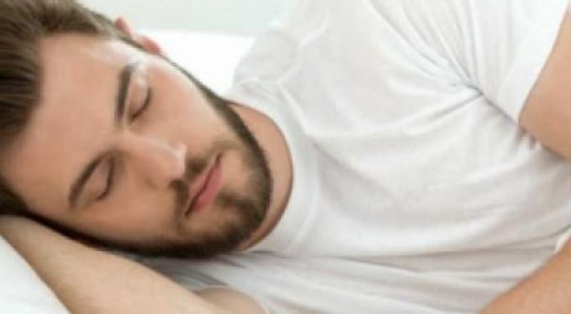 النوم الجيد يحمي من إجهاد العمل والإفراط في الوجبات السريعة