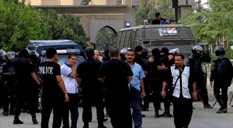 القاهرة: مقتل ضابط وإصابة 4 بانفجار عبوة ناسفة