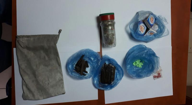 كفر قرع: مداهمة وكر لبيع المخدرات واعتقال مشتبهين اثنين
