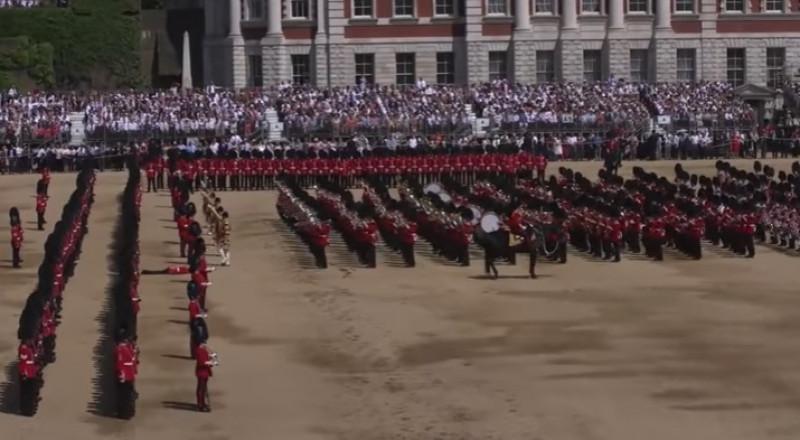 إغماء الحرس الملكي البريطاني في عيد ميلاد الملكة