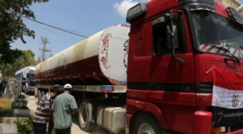 19 شاحنة وقود مصري تدخل لمحطة كهرباء غزة