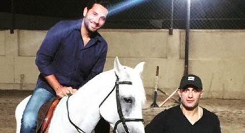 أحمد السقا يُعلم وسام بريدى ركوب الخيل