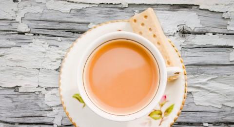 علماء: الشاي بالحليب مضر بالصحة