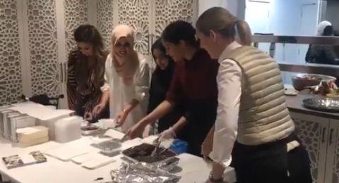 ماركل تزور مسجدًا في لندن.. وتحقيق يكتشف مفاجأة صادمة بشأن إمامه