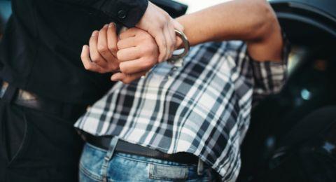 اعتقال مقدسي انتحل شخصية شرطي بهدف سرقة سيارات السائقين