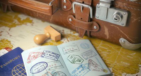 أقوى جوازات السفر.. سنغافورة وألمانيا في الصدارة والإمارات تقفز للمركز الرابع